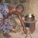 Utilisation du cuiseur à bois économe dans un foyer Béninois